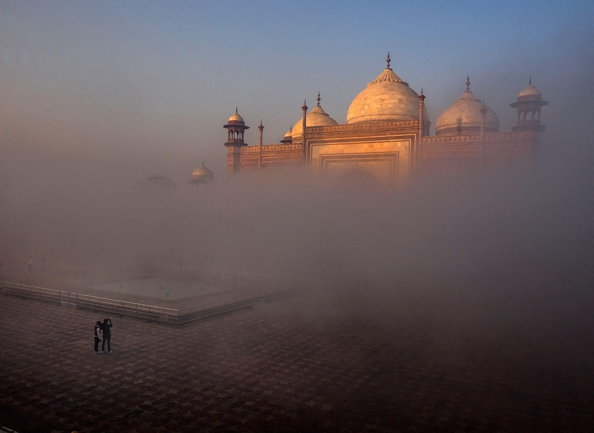 Taj Mahal side mosque