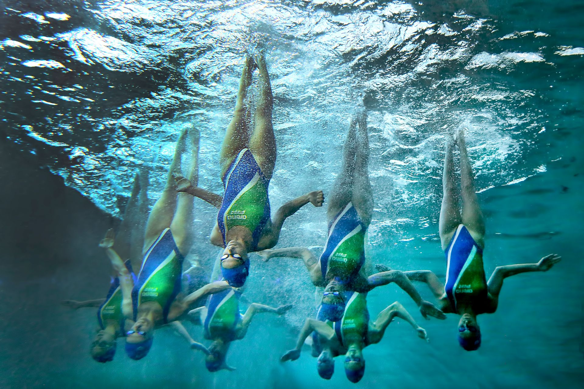 Synchronized swimming, the hidden side 1