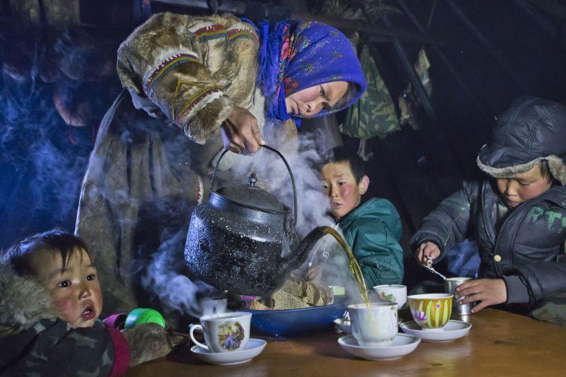 Tea drinking in tundra